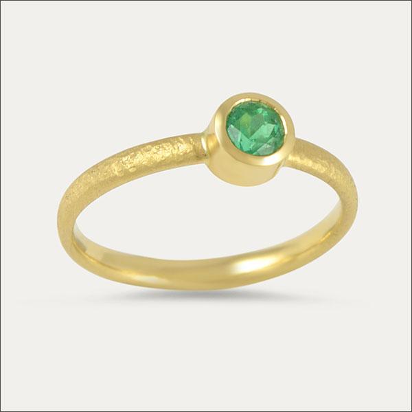 smaragd emerald ring grün green schmuck gold handmade handarbeit freiburg goldschmied