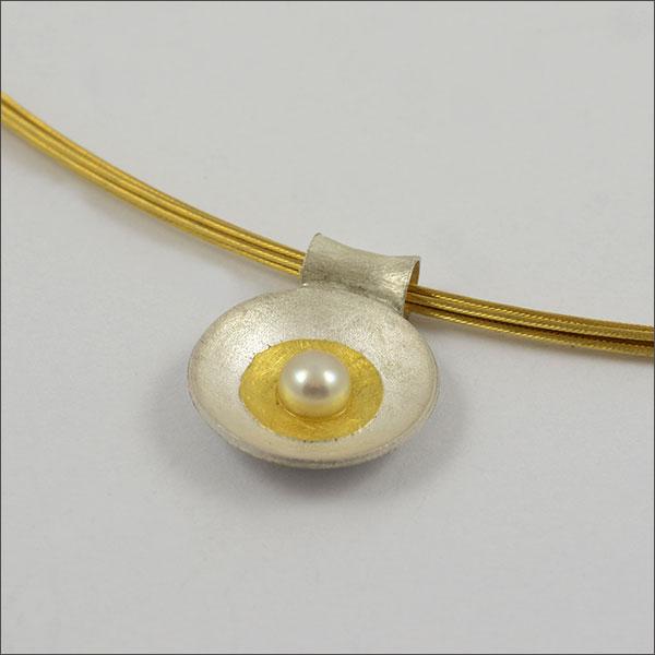 anhänger pendant perle pearl gold silber silver handmade handarbeit schmuck goldschmiede