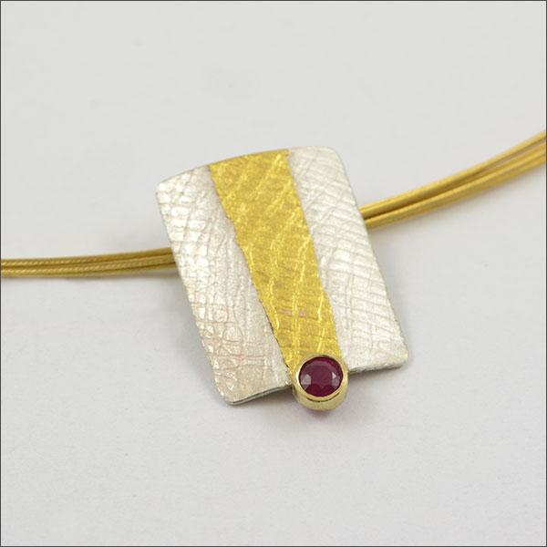 anhänger pendant rubin ruby red rot gold silber silver schmuck handmade handarbeit