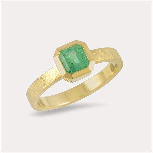 smaragd emerald ring grün green gold schmuck handmade handarbeit goldschmied freiburg