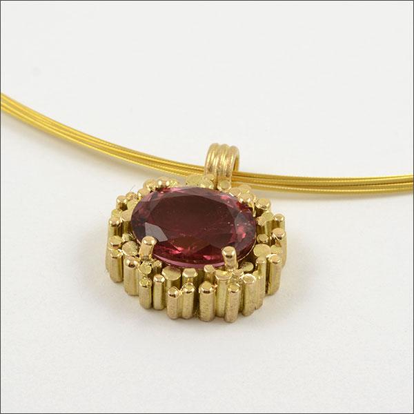 turmalin tourmaline anhänger pendant rot red fire feuer gold schmuck handmade handarbeit