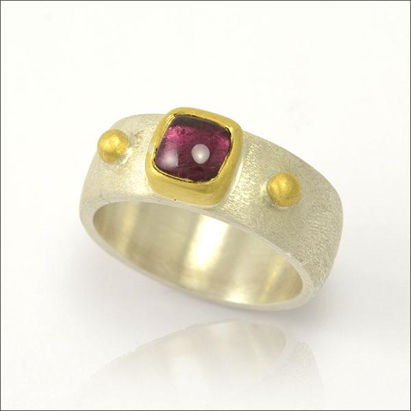 ring granat red rot gold silber silver schmuck handmade handarbeit feuerwerkschmuck goldschmiede freiburg