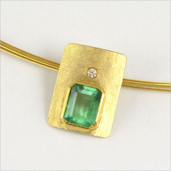 smaragd emerald green grün gold anhänger pendant schmuck handmade handarbeit brillant