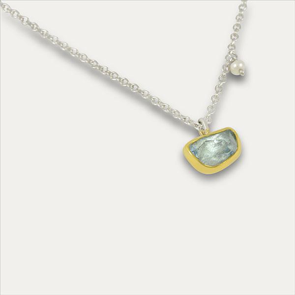 aquamarin aqua pendant anhänger blau blue gold silber silver perle pearl handmade handarbeit schmuck