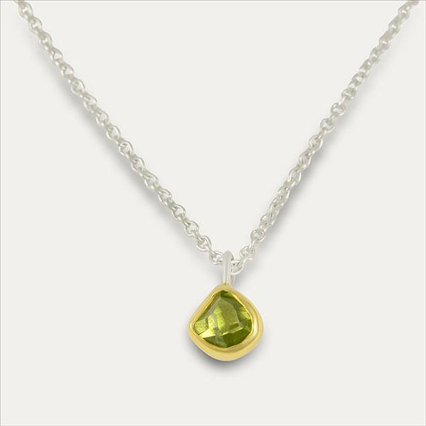peridot anhänger pendant grün green gold handmade handarbeit schmuck