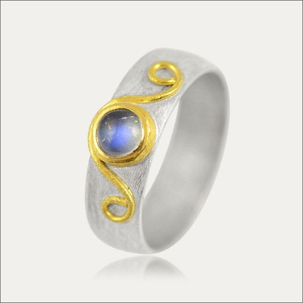 mondstein ring moonstone blau blue gold silber silver schmuck handmade handarbeit freiburg goldschmied