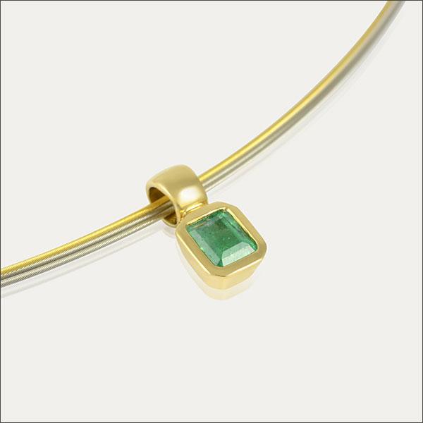 smaragd anhänger grün green pendant emerald gold schmuck handmade handarbeit goldschmiede freiburg