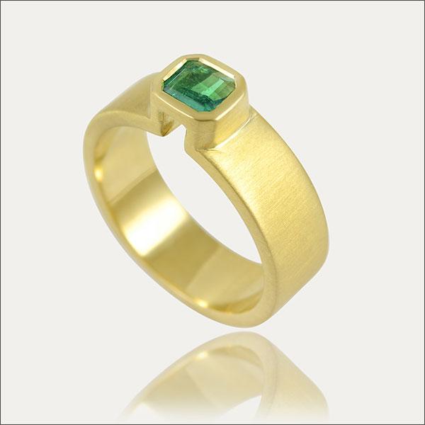 smaragd emerald ring grün green gold schmuck handmade handarbeit goldschmiede freiburg