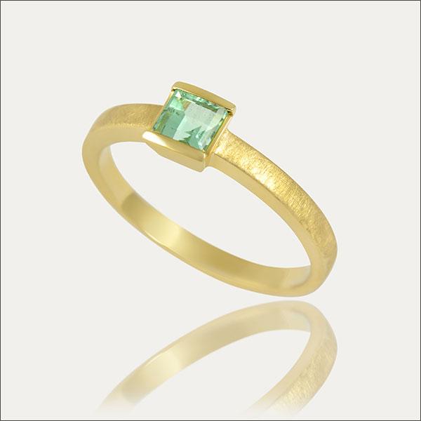 smaragdring smaragd ring emerald grün green gold exclusive exklusiv schmuck handmade handarbeit goldschmiede freiburg