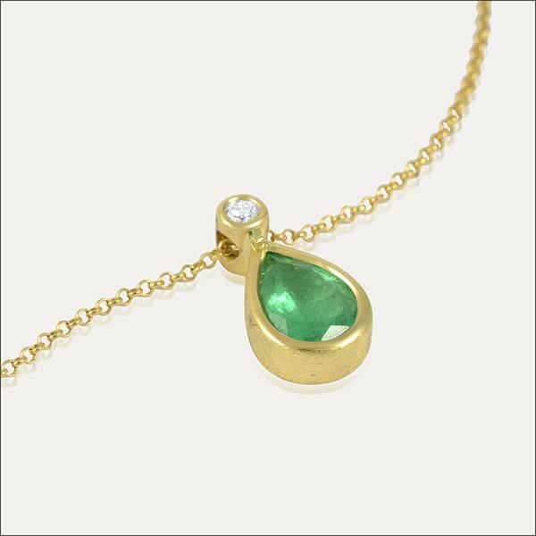 smaragd anhänger emerald pendant grün green gold brillant schmuck handmade handarbeit goldschmiede freiburg