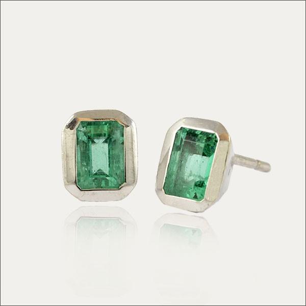 smaragdohrstecker smaragd emerald grün green silber silver earrings ohrstecker handmade handarbeit goldschmiede freiburg