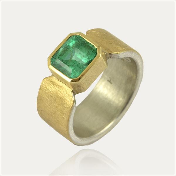 smaragdring smaragd emerald ring grün green gold handmade handarbeit schmuck goldschmiede freiburg kolumbien