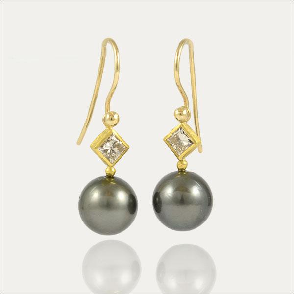 tahiti perlen pearls diamond diamant gold feingold finegold ohrhänger earrings handmade handarbeit schmuck goldschmiede freiburg