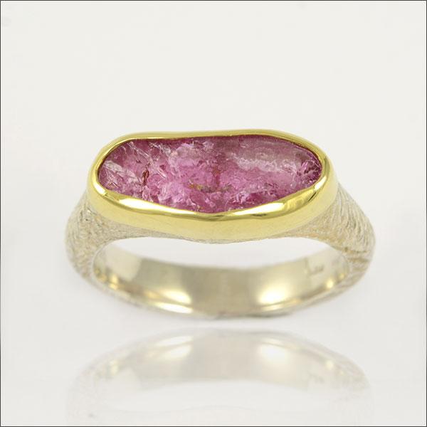 turmalinring tourmaline turmalin gold silber silver ring schmuck handmade handarbeit exclusive lila purple violett rot red goldschmiede