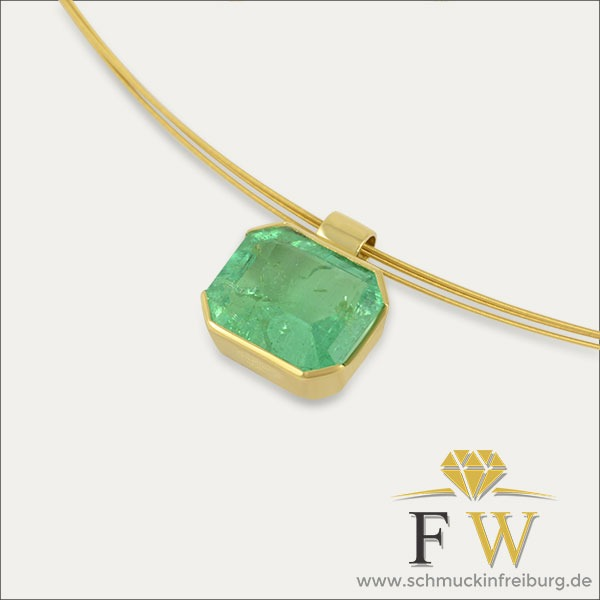 smaragd emerald anhänger pendant gold grün green schmuck handmade handarbeit goldschmied freiburg
